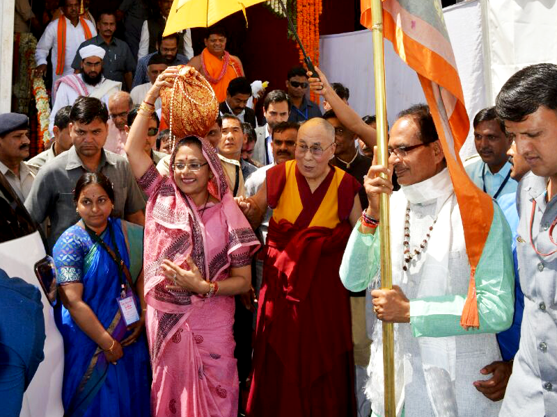 Religious Leader Dalai Lama and CM Chouhan take part in Yatra in Turnal (Nemavar)