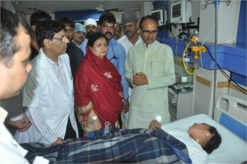 Chief Minister visits the injured people of Pranam Indore mishap at hospital