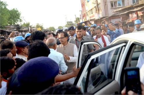 CM takes stock of losses to business establishments during farmers' agitation in Suvasra
