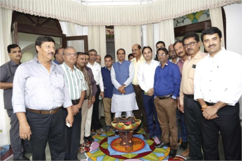Central Press Club executive body pays courtesy visit to CM Chouhan