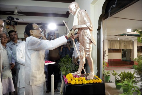 Mahatma Gandhi Transformed Life Practicing Truth and Non-Violence: CM