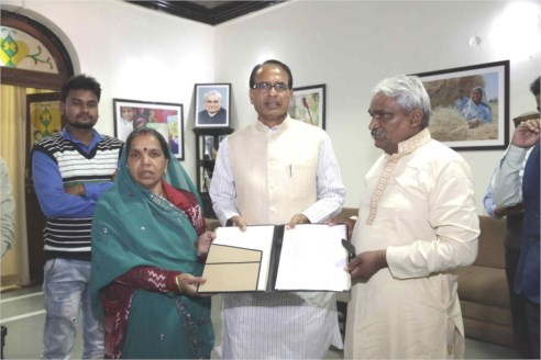 CM Chouhan Hands over House Allotment letter to Father of Valliant Youth Late Deepak Sahu