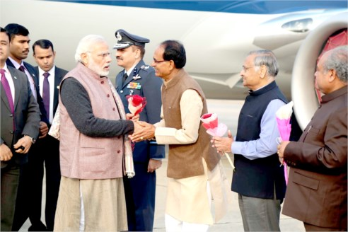 CM Shri Chouhan Accords Warm Welcome to PM Shri Modi at Gwalior Airport
