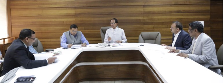 Chief Minister Chouhan meets investors