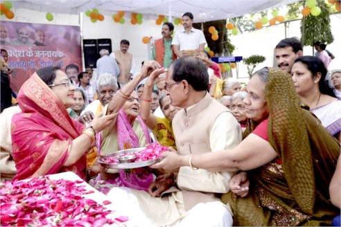 CM Chouhan receives innumerable greetings on his birthday