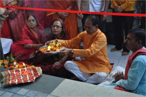 CM Chouhan performs Pooja Archana at Salkanpur