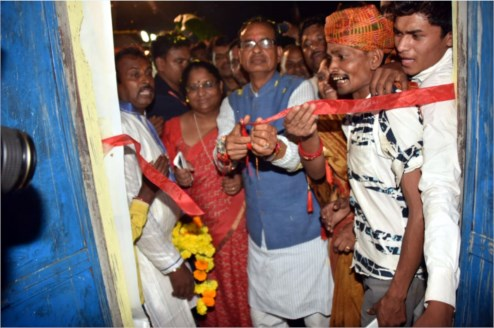 CM Shivraj Singh Chouhan attends beneficiary Pidiya's griha-pravesh in Jhabua district