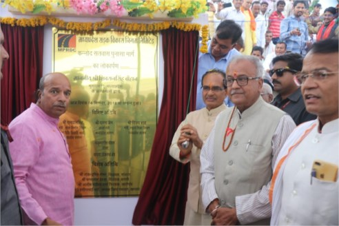 Shivraj Singh Chouhan performs Bhoomi poojan of Irrigation Scheme costing Rs. 282.95 crore